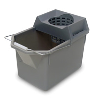 "RUBBERMAID® PAIL AND MOP STRAINER COMBO 15 qt, 17""x10.5""x12""."